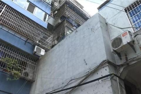 """""""为了我们的安全......""""嵊州这个小区的两户人家拆了砖墙""""堵了心墙""""!"""