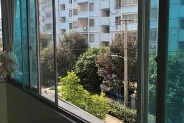 (编号0815)高版路带阳台三室一厅出租,家俱家电齐全,拎包入住